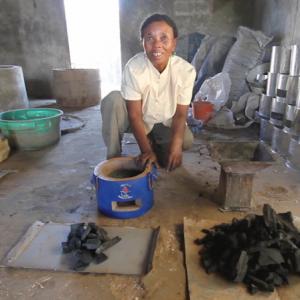 Workshop Fatana Mitsitsy, comparing traditional and ecological stoves